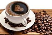 Kahve fincanı ve tabağı beyaz zemin üzerine. — Stok fotoğraf