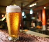 Vaso de cerveza light. — Foto de Stock