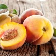 Peaches with leaves — Stock Photo #17010369