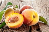 Peaches with leaves — Stock Photo