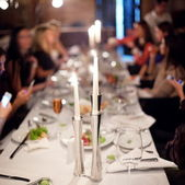 Imagen abstracta de una mesa de celebración. — Foto de Stock
