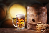 Beer glasses with a wooden barrel. — Stok fotoğraf