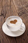 Cup of cappuccino with ground cinnamon in the form of heart. — Foto Stock