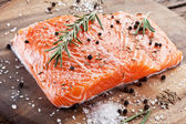 Salmon filet on a wooden carving board. — 图库照片