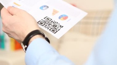 QR code scanning on mobile phone — Stock Video
