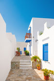 Colorful alleyway in Sifnos, Greece — Stock Photo