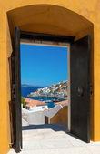 The island of Hydra, Greece, through an open door — Stock Photo