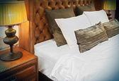 Detail manželská postel — Stock fotografie