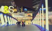 Menschen am abend einkaufen westfield stratford zentrieren — Stockfoto
