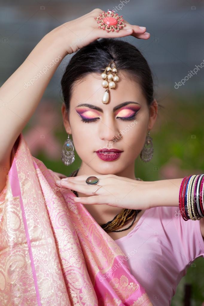 скачать фото индийская красивая девушки