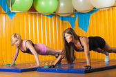 Two young sporty woman in the gym centre — Foto de Stock