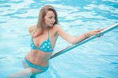 Sexy women in pool — Stock Photo