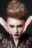 Fashion beauty portrait of sexy woman with creative hairstyle and make-up — Foto Stock
