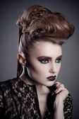 Fashion beauty portrait of sexy woman with creative hairstyle and make-up — Zdjęcie stockowe