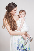 Young mother playing with little baby — Stockfoto