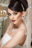 Beautiful and fashion bride in luxury interior — Stock Photo
