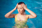 Fashion portrait of beautiful and sexy women in pool — Zdjęcie stockowe