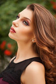 Beautiful portrait of a fashion lady outdoor, close-up shoot — Stock Photo