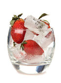 Fresas en el hielo — Foto de Stock
