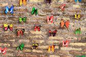 Eski duvar güzel kelebekler — Stok fotoğraf