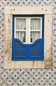 The window of the old building in Lissabon (Portugal). — Stock Photo