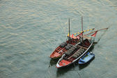Boats with tun of portwine on river Douro (Porto, Portugal) — Stockfoto