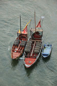 Boats with tun of portwine on river Douro (Porto, Portugal) — Stok fotoğraf