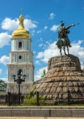 Monument to Hetman Bogdan Khmelnitsky and the bell tower of St. — Stock Photo