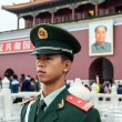 Soldier stands guard in front of Forbidden City in Beijing — Foto de Stock