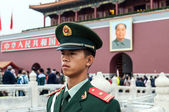 Soldier stands guard in front of Forbidden City in Beijing — Stock Photo