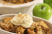 Apple crisp upclose whipped cream cinnamon — Stock Photo