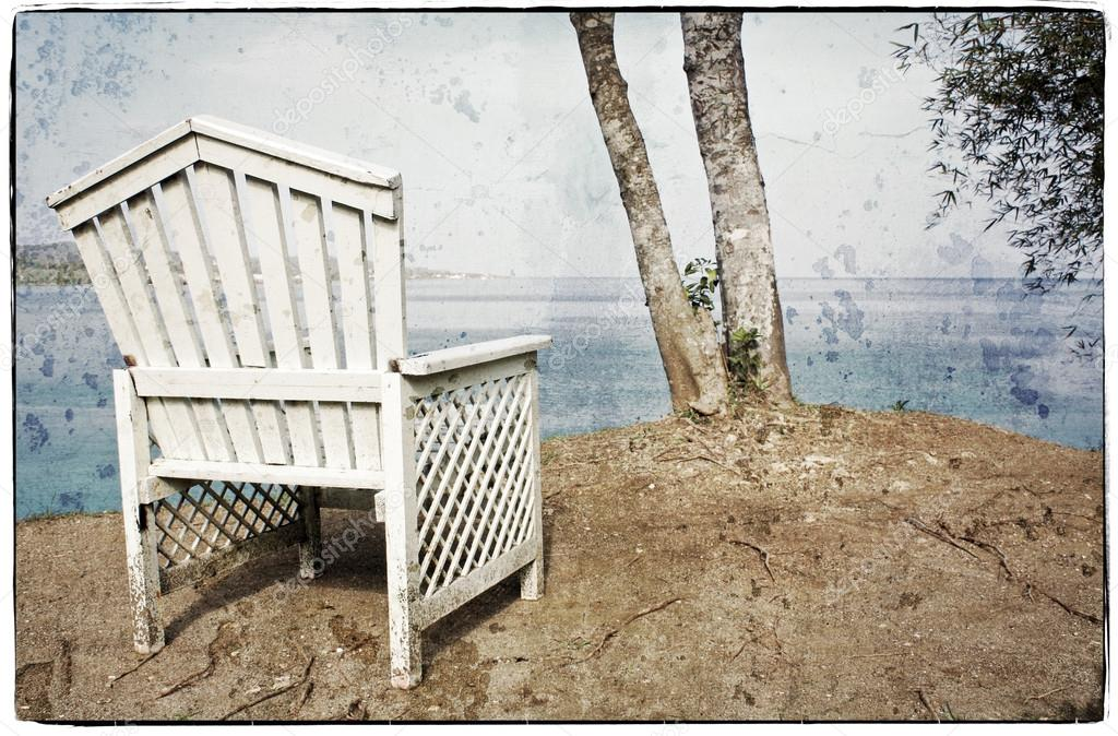 View on the Ocean on a Vintage Wooden Chair — Stock Photo #15571695