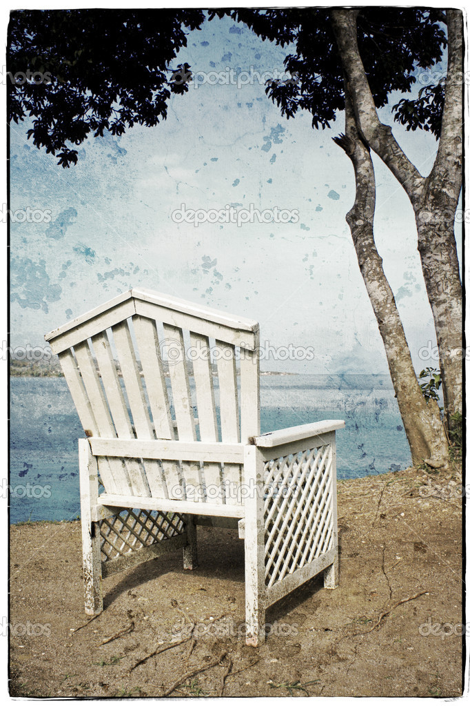 View on the Ocean on a Vintage Wooden Chair — Stock Photo #15571705