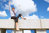 Satisfied with a guy on the roof — Stock Photo
