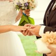 Couple exchanging the rings — Stock Photo