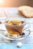 クッキーと紅茶のカップ — ストック写真