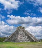 Mayan pyramid at Chichen Itza — Stock Photo