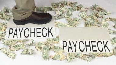 Argent - marche d'un chèque à un salaire — Vidéo
