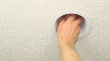 Replacing Old Lightbulb with CFL to Save Energy — Stock Video #13632987