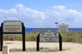 Signs at Deerfield Beachfront Park — Photo