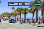 People on A1A at Las Olas Boulevard — Stock Photo