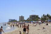 Very Crowded Las Olas Beach — Stock Photo