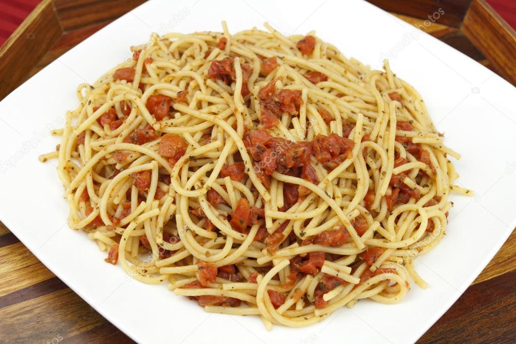 Plato lleno de espaguetis foto de stock serenethos for Plato de espaguetis