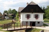 Casa y puente de madera — Foto de Stock