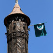 Minaret and flag - Foto Stock