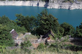 Houses near lake — Stock Photo