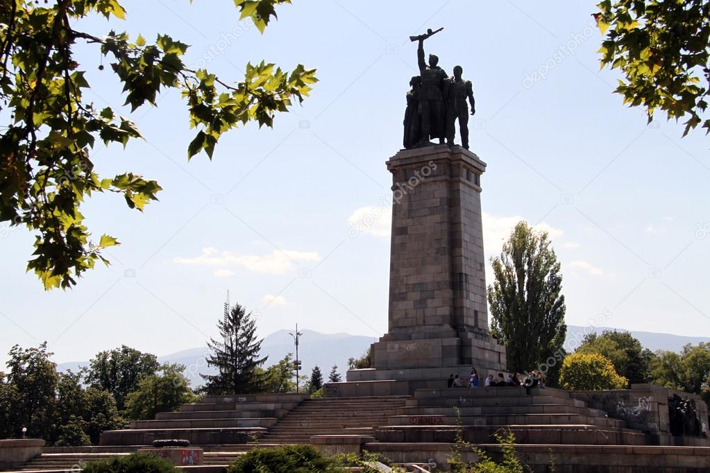 War memorial in park in Sophia, Bulgaria — Stock Photo #12758285