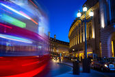 Kunst Piccadilly Circus in London bei Nacht — Stockfoto
