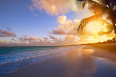 Art Beautiful sunrise over the tropical beach — Stok fotoğraf