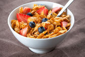 Bowl of corn flakes and berries — Stock Photo